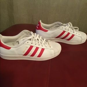 Classic Adidas Sneakers white with a Red strips